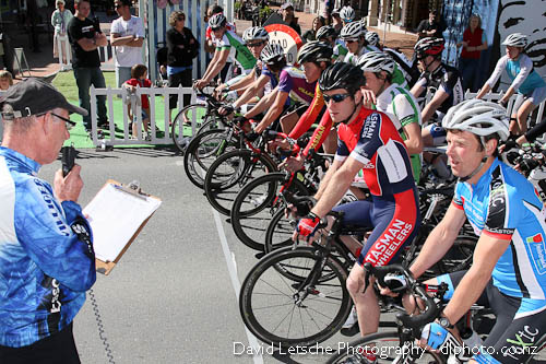 A grade starters at the Nelson City Cathedral Criterium
